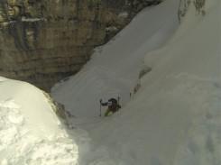 Die letzten 20 Meter geht es nur ohne Ski hoch!