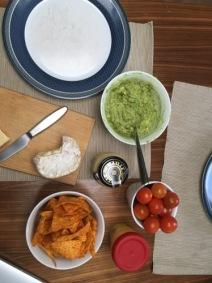 17-Uhr-Snack: Avocado-Creme mit Tortilla