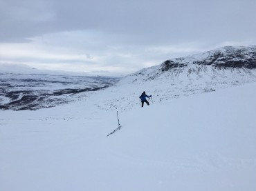 Alex checkt die Schneeverhältnisse
