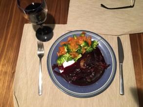 Rinderfilet an einer Schalotten-Balsamico-Rotwein-Sauce (wahlweise auch gerne mit Granatapfelkernen) mit Brokkoligemüse