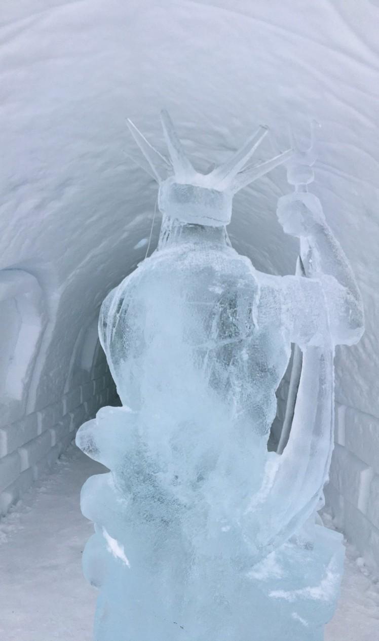 Eisskulptur im Snow Village