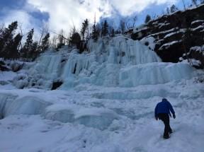 Erkundung des Wasserfalls