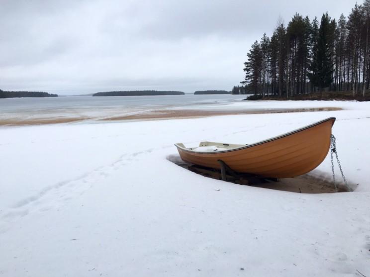 Am See irgendwo in Finnland