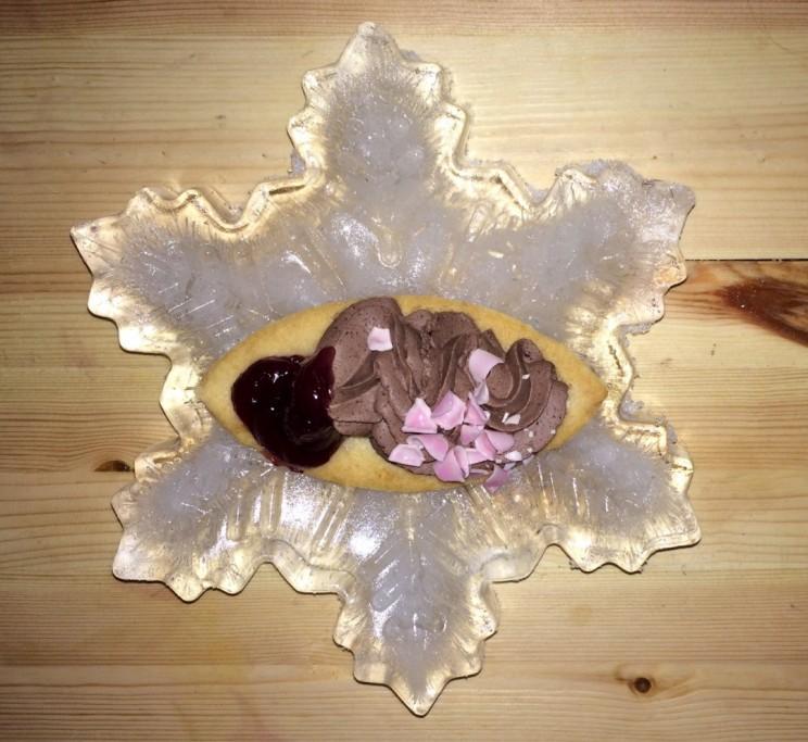 Nachtisch auf einer Eis-Schneeflocke