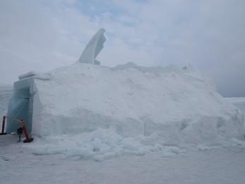 Geschmolzenes Iglu in der Schneehotelanlage in Jukkasjärvi
