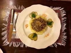 Im Old-Tower-Restaurant: Hauptgericht 'Beef Stroganoff'
