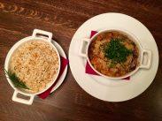 Russische Küche in der Grillbar: Lammgulasch und Reis