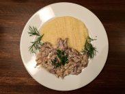 Russische Küche in der Grillbar: Beef Stroganoff mit Kartoffelpüree