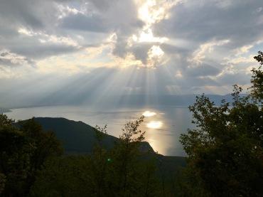 Regenwolken über dem Ohridsee