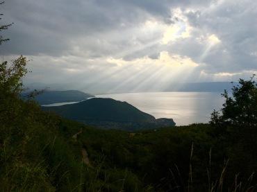 Regenwolken über Ohridsee