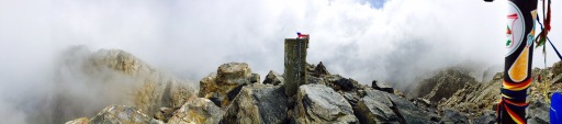Auf dem Gipfel: Mytikas im Wolkendunst