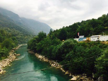 Grenzfluss Tara mit bosnischer Grenze
