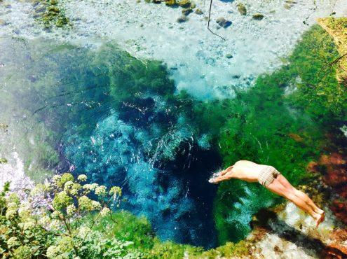 Sprung ins Kalte: Blue Eye im Süden Albaniens