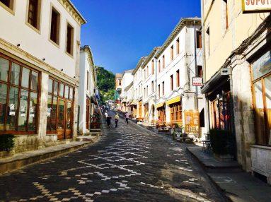 Die schöne Innenstadt von Gjirokastër