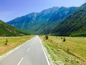 Auf der SH99 in Albanien