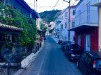 Enge Straße auf Korfu