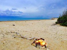 Lagerfeuer am Chalikounas Beach
