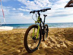 Fahrradtour am Chalikounas Beach