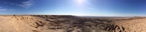 An der Plateaukante in der Wüste Lut