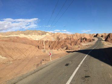 Bergmeer am Rand der Wüste Lut