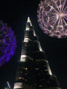 Burj Khalifa mit den angeleuchteten Pusteblumen aus Edelstahl