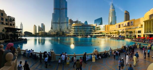 Dubai Fountain an der Dubai Mall und Burj Khalifa