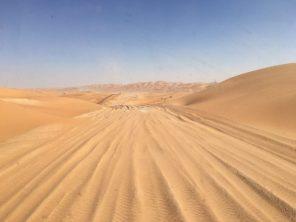 Benz in der Rub Al Khali - Überquerung der Dünen