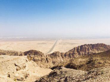 Blick auf Oman vom Jebel Hafeet aus; unser Übernachtungsplatz vor unserer Einreise in den Oman am nächsten Morgen