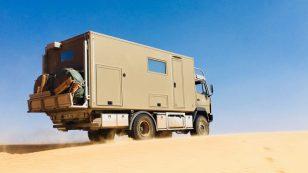 Unser Benz macht sich richtig gut im Sandkasten
