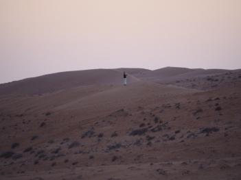 Einsamer Wanderer in der Wahiba Sands