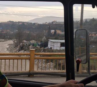 Das tut richtig weh: Müll im Fluss!