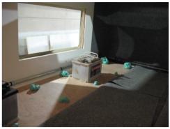 Die Isolierung mit 10mm Sperrholz und PU-Schaum