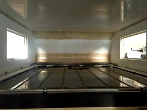 Das Stahlblechdach des Fahrerhauses leitet die kalten Temperaturen von außen nach innen