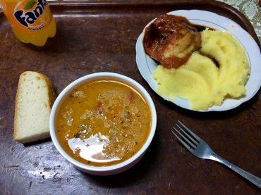 Das Essen auf der Fähre Alat-Aqtau