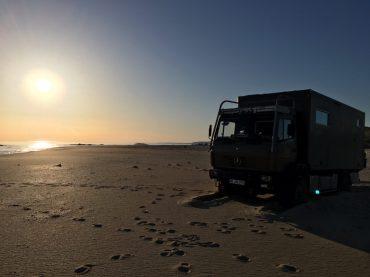 Festgefahren im Sand: wir müssen wieder buddeln