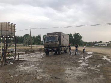 Autowäsche in Usbekistan