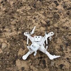 So sieht es aus, wenn die Drohne aus 15m auf den Boden stürzt