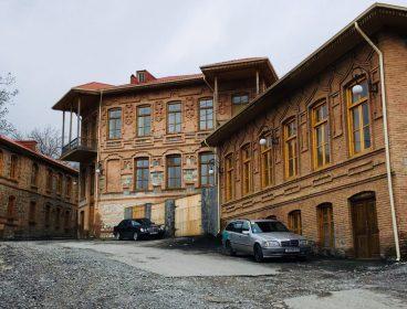 Die hübsche historische Stadt Shaki