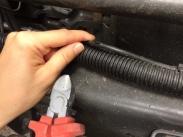 Benz - Luftschlauch mit Wellschutzrohr im Rahmen verlegt