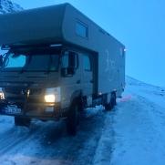 Fuso Canter 4x4 kampf mit dem Eis auf Island