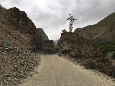 Eine der vielen Engstellen auf dem Pamir Highway