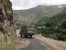 Samir Highway; auf der anderen Seite: Afghanistan
