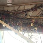 Fuso - 230V Ader hinter Schalttafel über der Türe