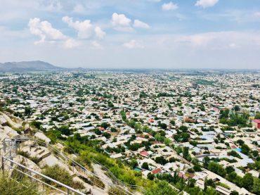 Blick über Osch vom Suleyman-Berg aus Richtung Usbekistan