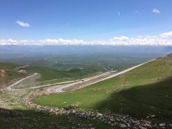 Vom Otmok Pass ins Tal Richtung Bishkek