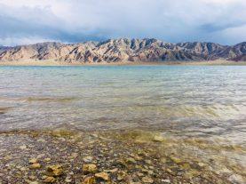 Klares Wasser des Orto-Tokoy Reservoirs