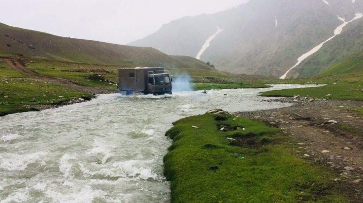 Wasserdurchfahrt Kirgisistan