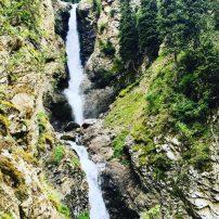 Unterer Teil des Barskoon Wasserfall im Barskoon Valley