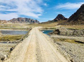 Umgehungsstraße nach Altai, weil die Hauptstraße gerade asphaltiert wird