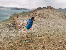 Der kräftige Wind macht die Wanderung nicht gerade angenehm